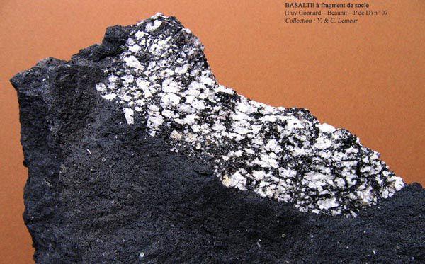 Basalte à fragment de socle (Puy Gonnard - Beaunit - P de D)