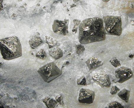 Pyrite luzenac