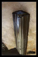 Tourmaline  Puy d Dôme 10cm X 2,5cm