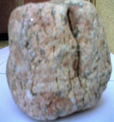 De quoi est faites cette pierre rosée de Langogne 48.jpg