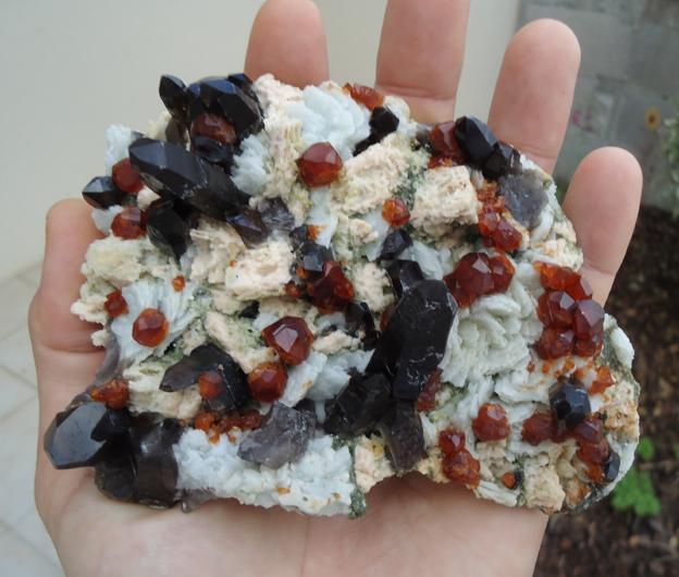 Grenats spessartine sur quartz fumé Tongbei Chine