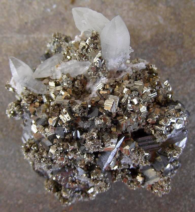 Pyrite, Quartz, Ferberite et Tétraédrite