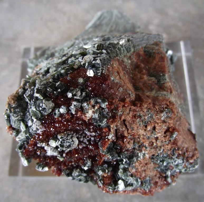 Grenat Hessonite et Clinochlore