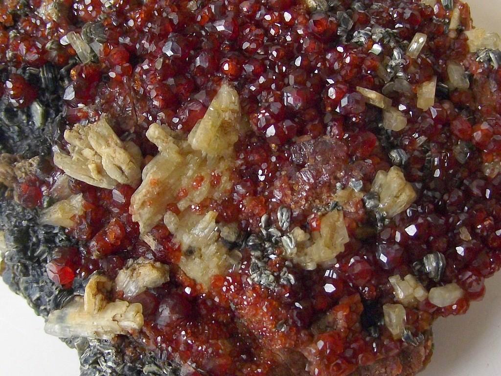 Grenat Hessonite, Diopside et Clinochlore