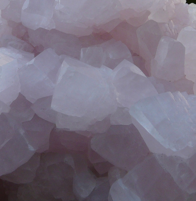 Manganocalcite, mine Erma Reka, zlatograd, Smolyan Oblast, Bulgarie.
