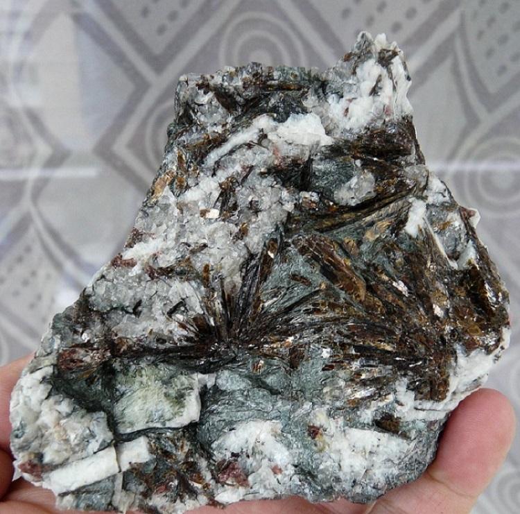Astrophyllite, Péninsule Kola, Russie.