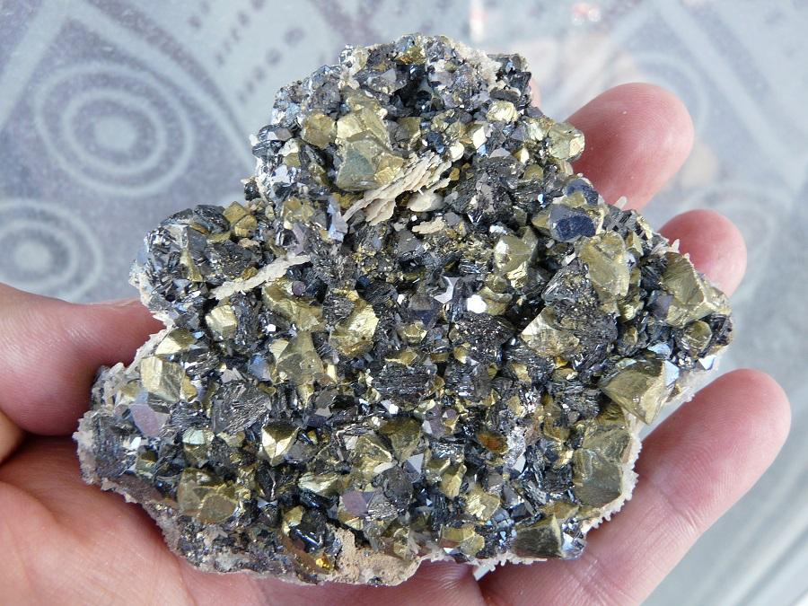 Chalcopyrite, Galène et Calcite, Mine Septemvri, Madan, Monts Rhodope, Bulgarie.