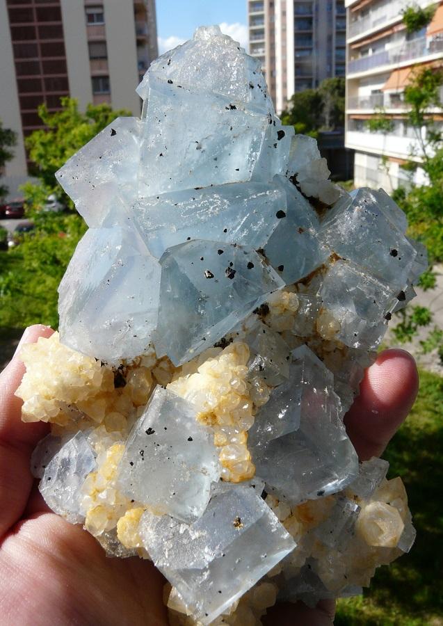 Fluorine (cristaux fantômes), Quartz et Chalcopyrite, Mine Le Burc, Région D'Alban et du Fraysse, Tarn, Midi-Pyrénées, France.
