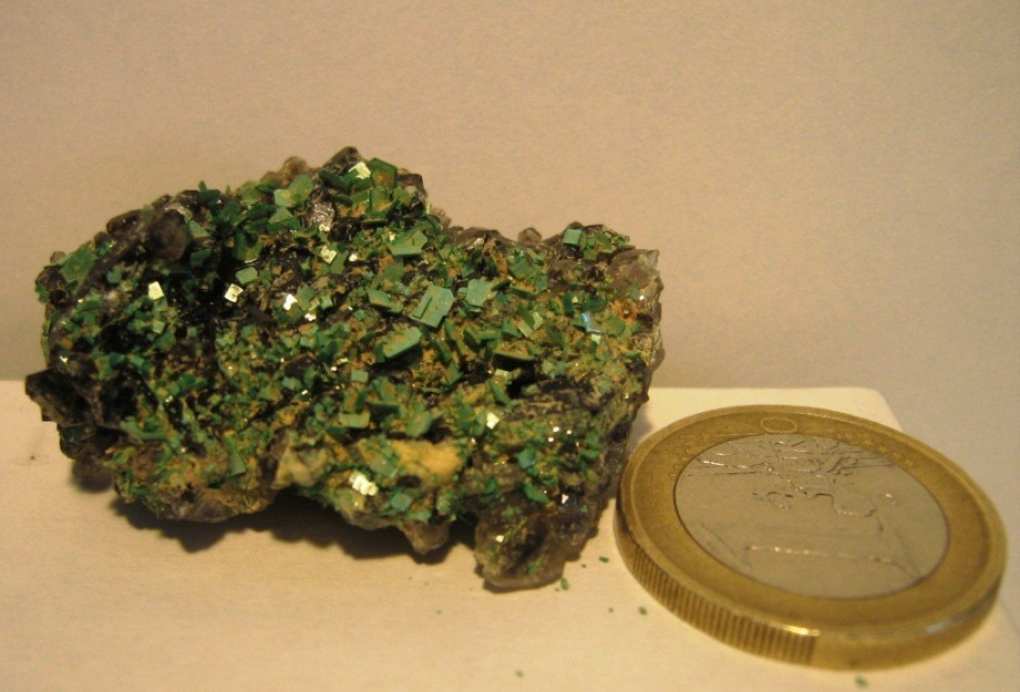 Copie de torbernite sur quartz fume assunçao2.JPG