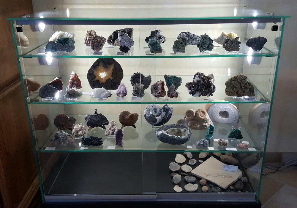 ma vitrine galeries de photos de min raux fossiles roches etc g oforum. Black Bedroom Furniture Sets. Home Design Ideas