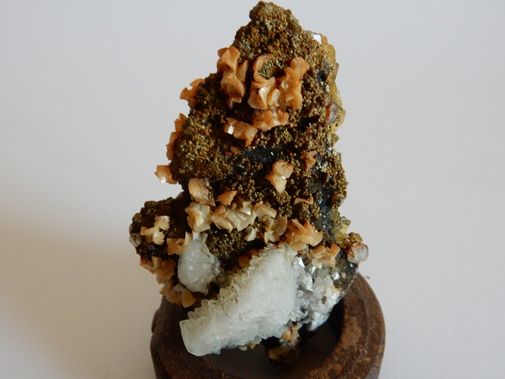 Fluorite avec Calcite et Marcassite #83.JPG