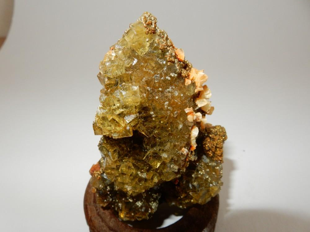 Fluorite avec Calcite et Marcassite #83 - 2.JPG