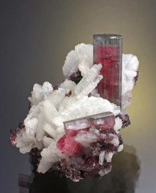 Elbaite-Pederneira-1.jpg.7eee57b930e73541b1189bc60767805e.jpg