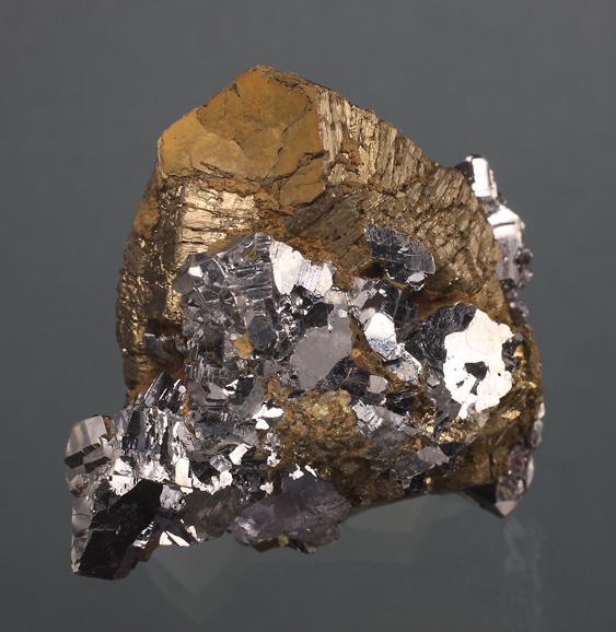 Pyrotite-Dalnergorsk-2.jpg.e2dccb747c408ac3a7a9b3dfd29be71e.jpg