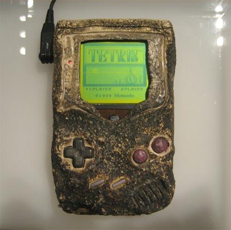bombed-gameboy.jpg.60a39d291ecc2f0fe8069078f44b8ac6.jpg