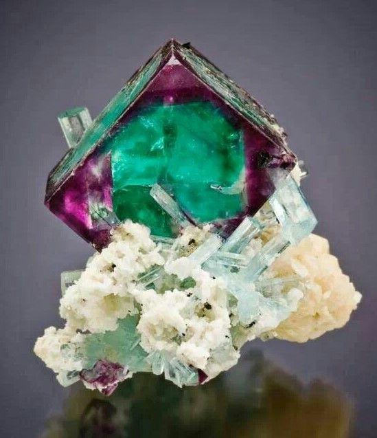 aigue-marine-fluorite-erongo-namibie-mineral.jpg