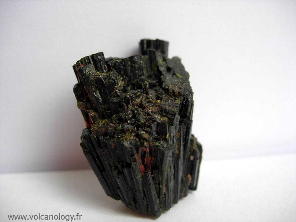epidote-grenat-andradite-mineral.jpg