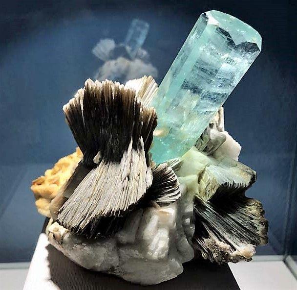 aquamarine-muscovite-pakistan.jpg