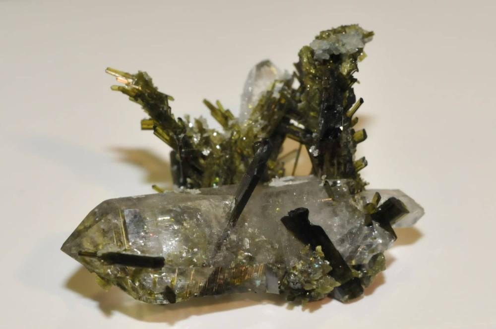 -epidote-quartz-cevins-tarentaise-savoie.jpg