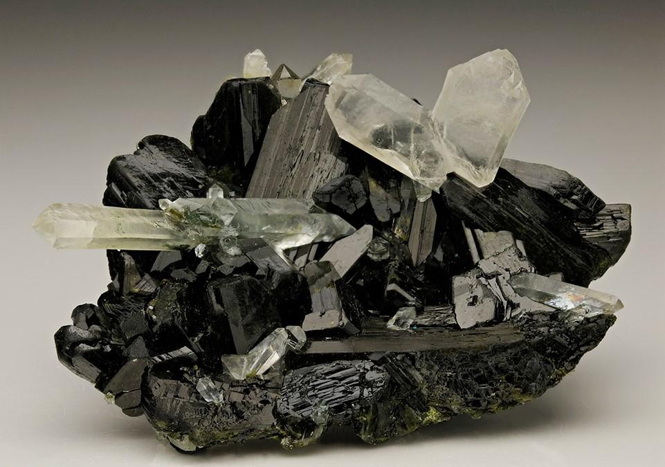 -epidote-quartz-macle-la-gardette-alaska-usa.jpg