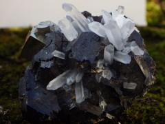 Quartz et pyrite sur sphalérite Pérou.JPG