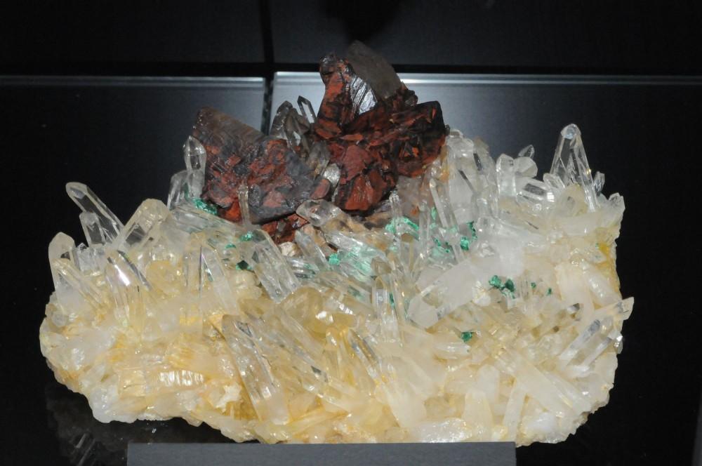 cristaux-quartz-chalcopyrite-mine-la-gardette-oisans.JPG
