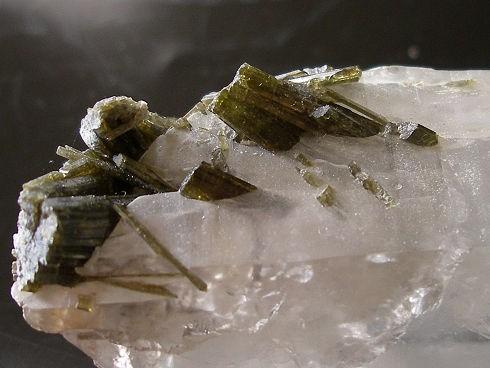 epidote-quartz-glandon-savoie-4.jpg