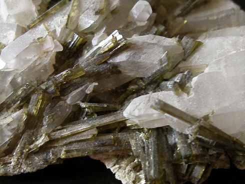 epidote-quartz-glandon-savoie-8.jpg