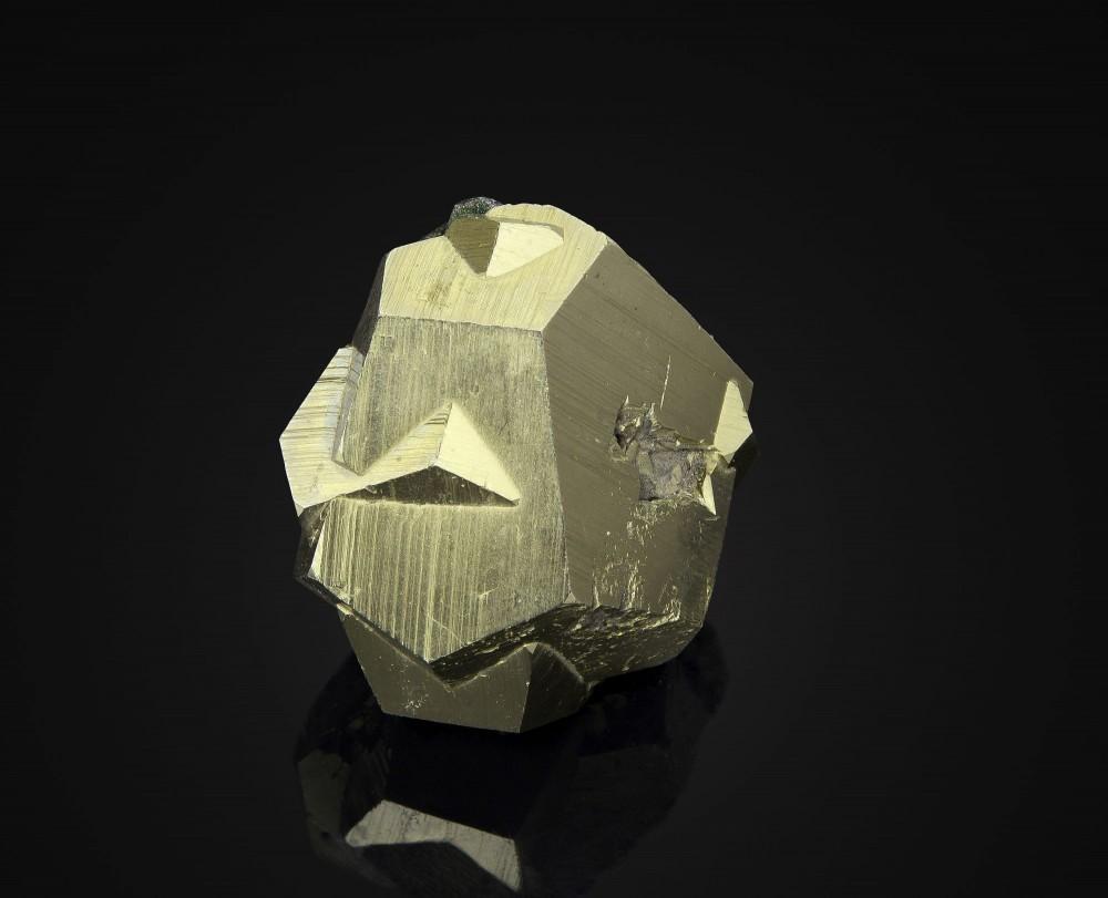 pyrite-macle-croix-de-fer-ile-elbe.jpg