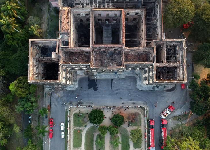 Vueun-drone-Musee-national-Rio-Janeiro-3-septembre-2018-lendemain-gigantesque-incendie-ravage_0_729_522.jpg