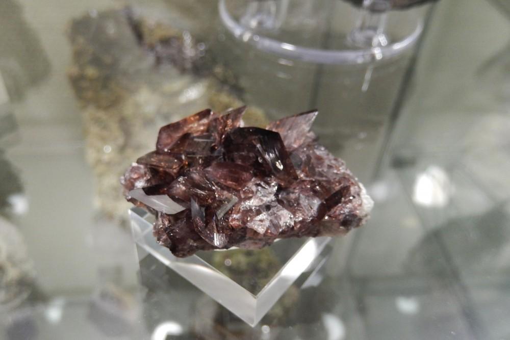 Axinite (Armentier, oisans, France) 4.JPG