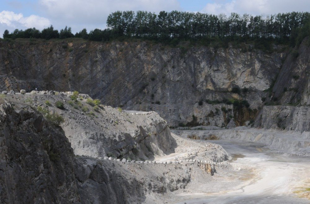 -carriere-landelies-calcaires-sambre-mineraux-calcite.JPG