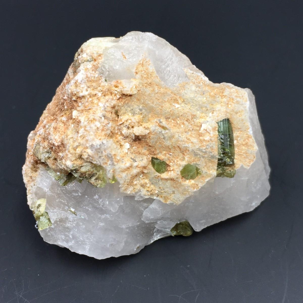 Tourmaline verte sur quartz du Brésil 3.jpg