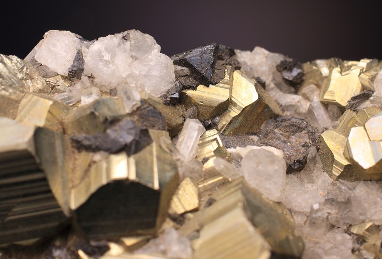 1382784396_Pyrite-Quartz-Clinohedrite-prou-2-bis.jpg.7c60edce5a442608ed144ba77aa3273d.jpg