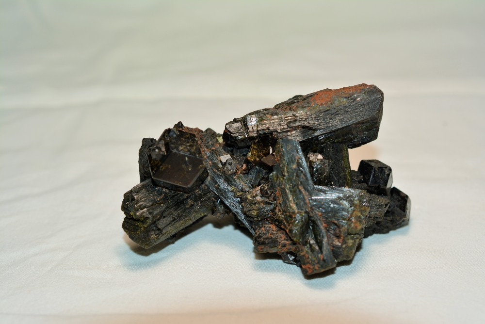 Grenat melanite et Epidote (D'Jouga, Mali).JPG
