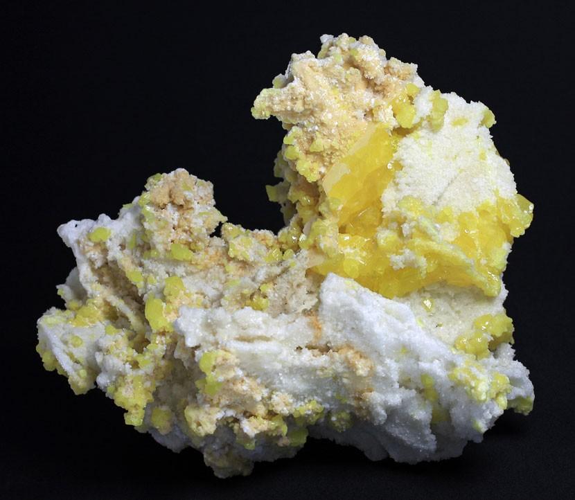 Soufre-et-Aragonite.jpg.e61032b010ba9e080197530b1f5f7bf2.jpg