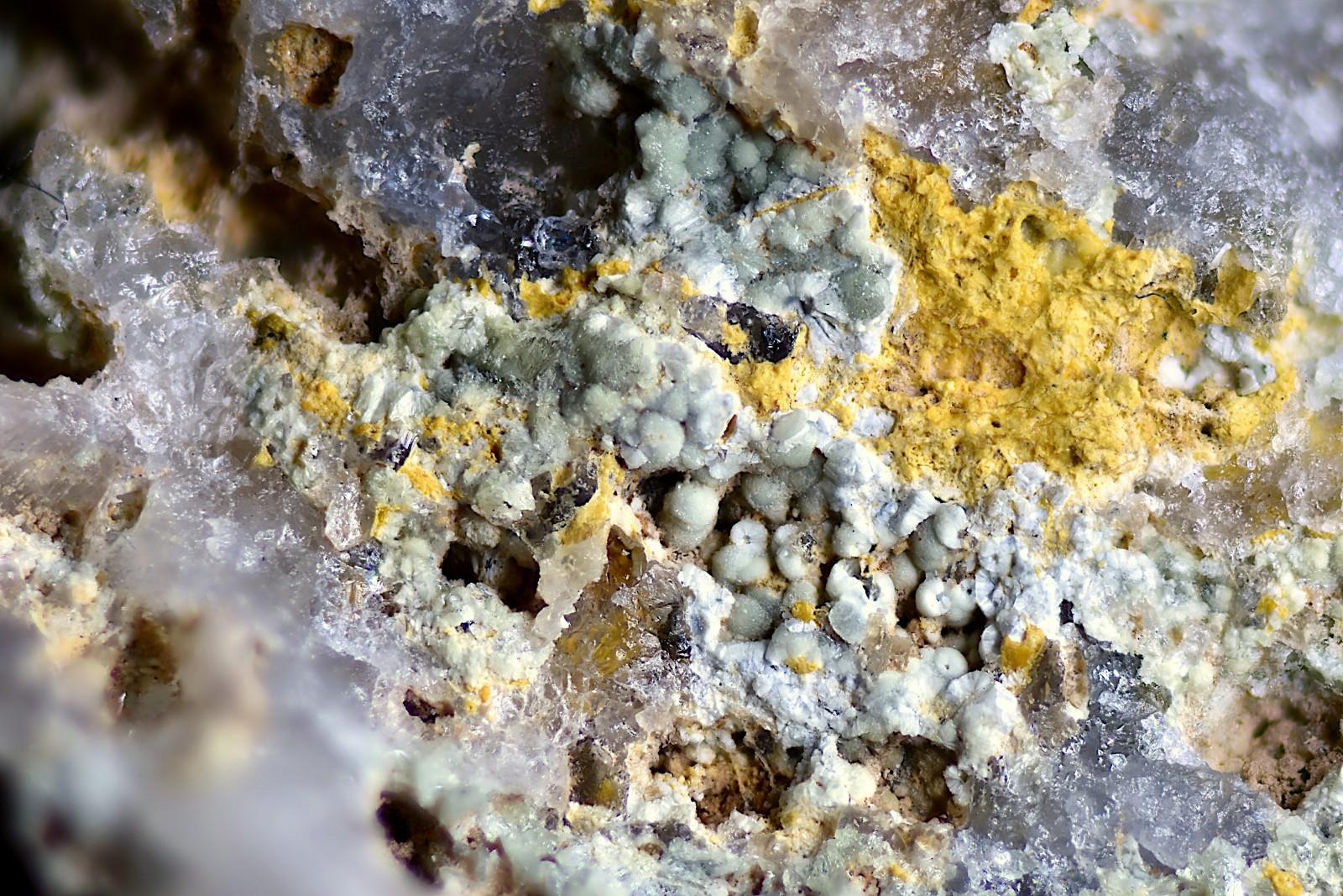 Sphérules de SCORODITE - Anciennes Mines de VAULRY - HAUTE-VIENNE (87)