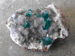 Dioptase sur Calcite