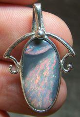 AB8 Bijoux et Opales : Pendentif en argent et opale noire Australie L. Ridge
