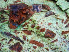 Brèche de péridotites saprolitisées et ciment garniéritique